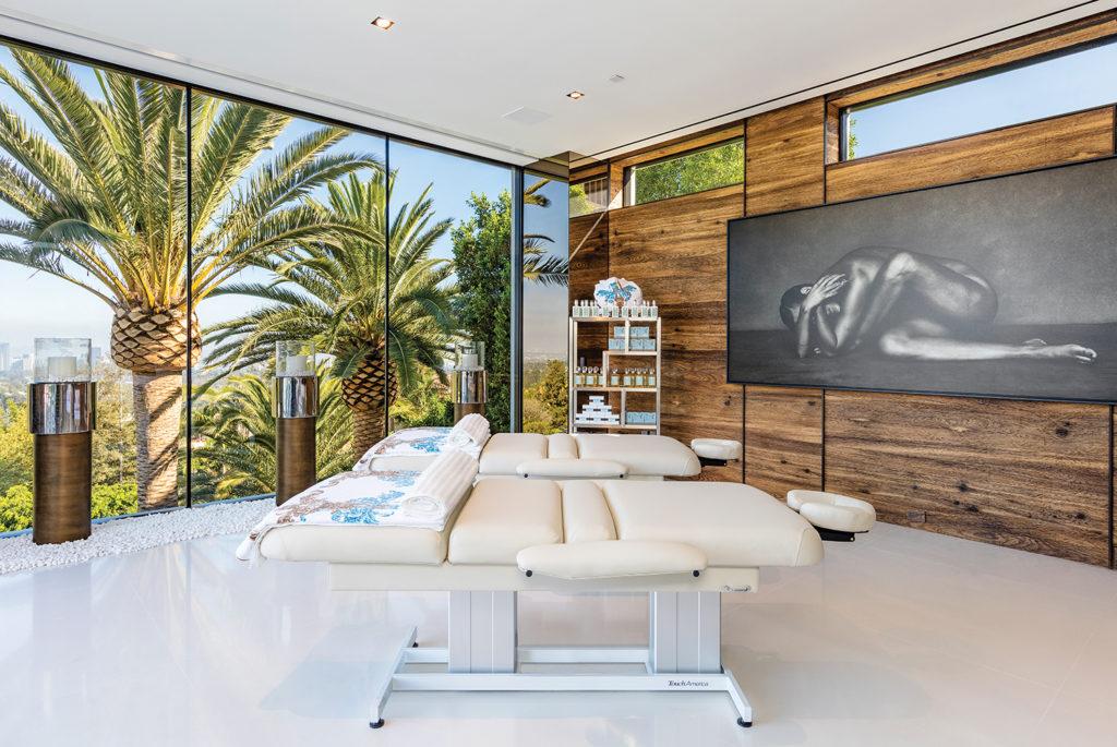 ultra-luxury market