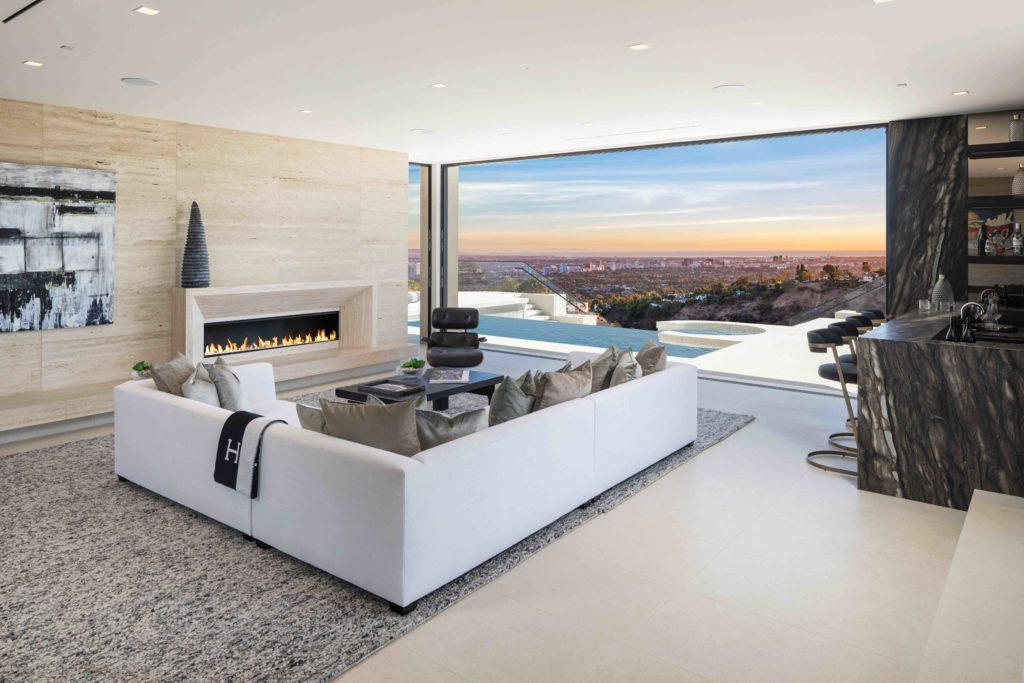 1731 Summitridge Drive in Beverly Hills, California
